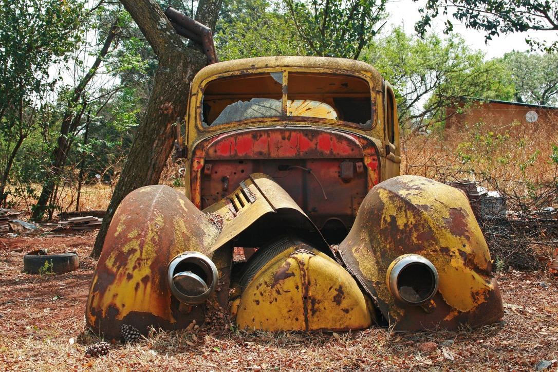 car-wreck-3183452_1920